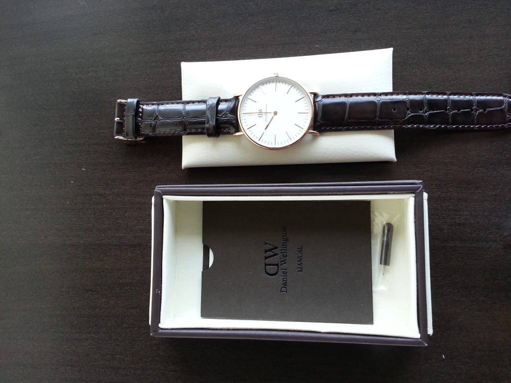 daniel-wellington-watch-display