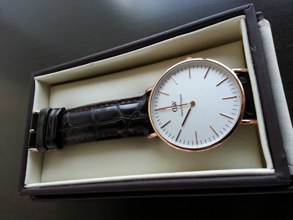 daniel-wellington-watch-in-box